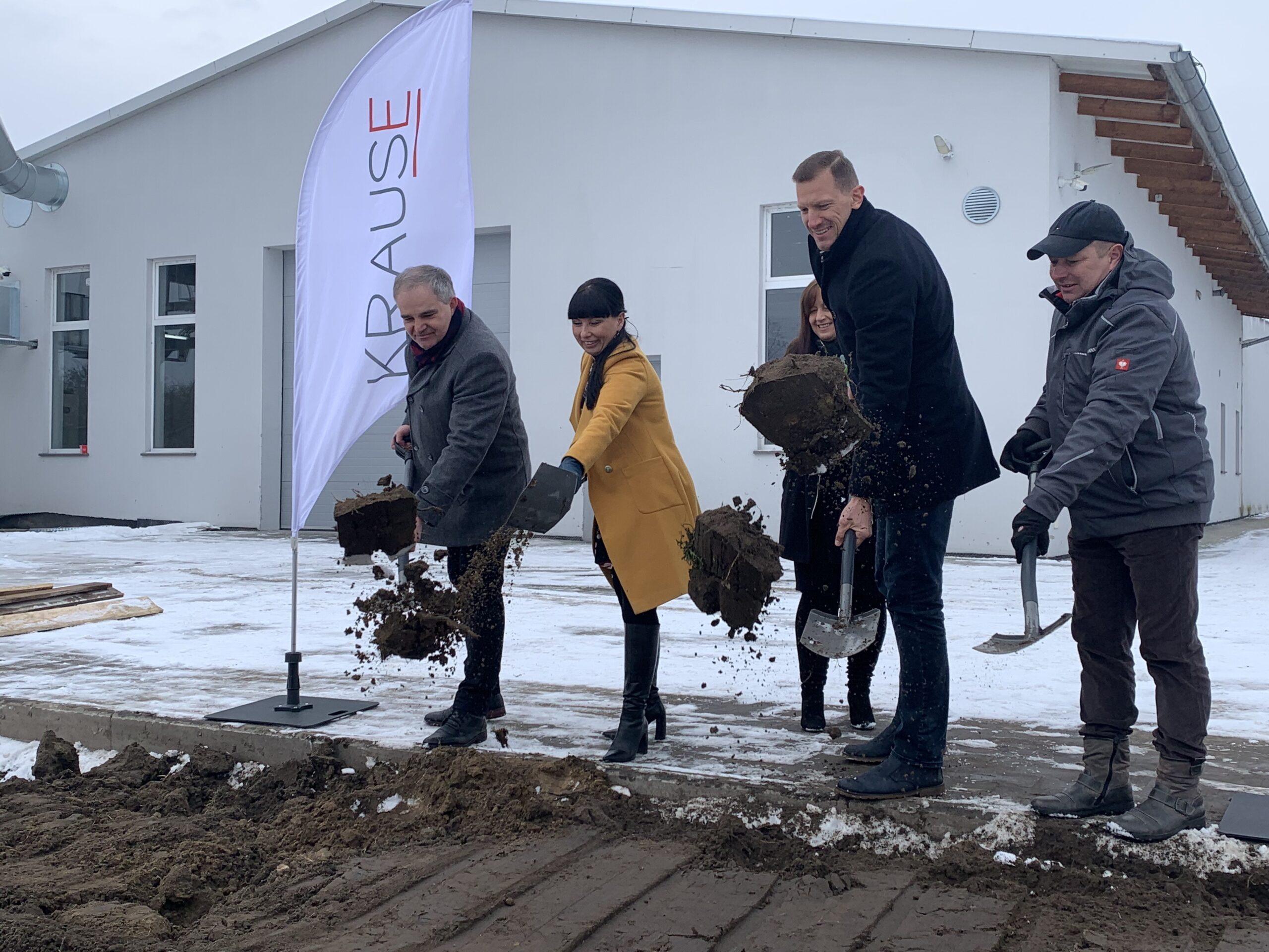 """""""Wbicie łopaty"""" – rozpoczęcie budowy nowych przestrzeni produkcyjnych i biurowych w firmie Krause"""