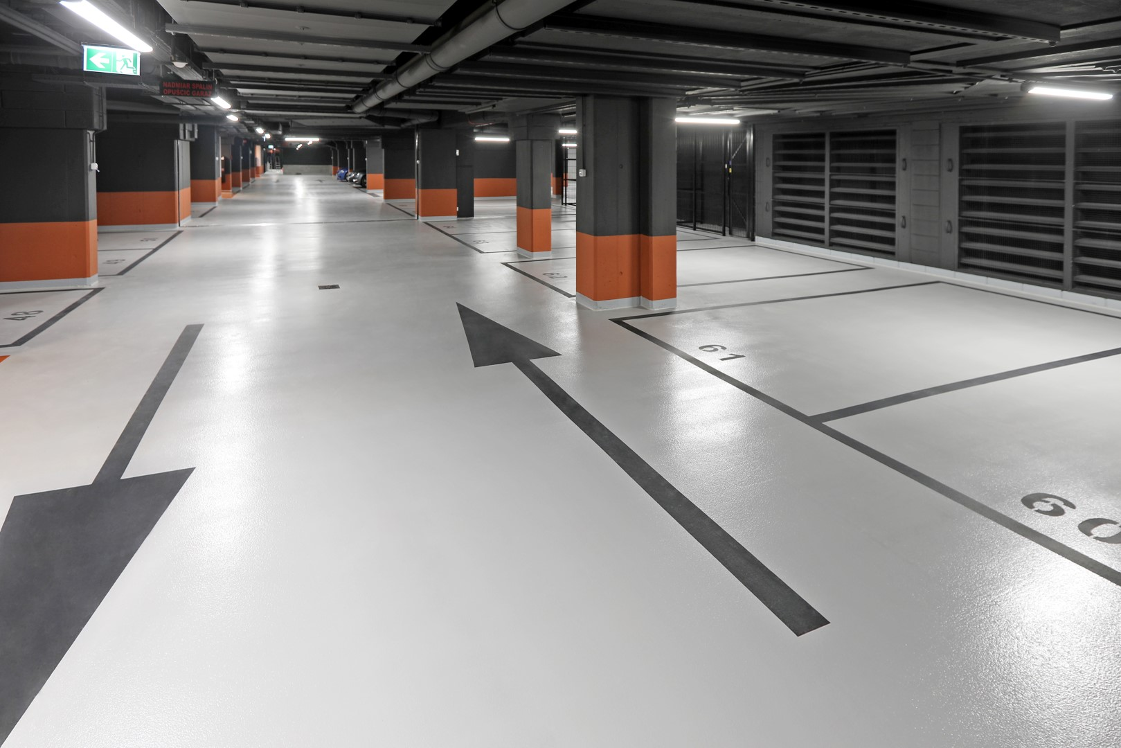 Posadzki żywiczne Deckshield na parkingu Apartamentów przy Warzelni w Browarach Warszawskich