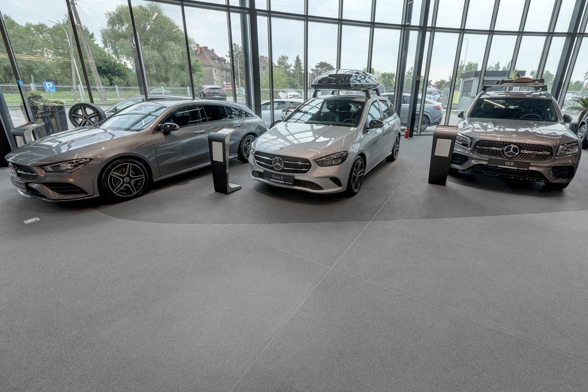 Posadzka żywiczna Rustik w salonie Mercedes-Benz Duda-Cars we Wrocławiu